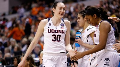 Breanna Stewart Wins WNBA Rookie of the Year Award