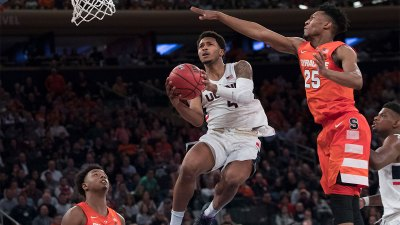 Connecticut Upsets No. 15 Syracuse Behind Adams and Gilbert
