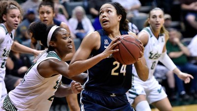 Williams Leads 4th-Quarter Surge, UConn Beats USF 57-47