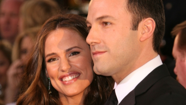 [NATL] Jennifer Garner Reflects on Being Surrounded by Paparazzi During Marriage To Ben Affleck
