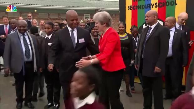 [NATL] British Prime Minister Theresa May Dances on African Trip