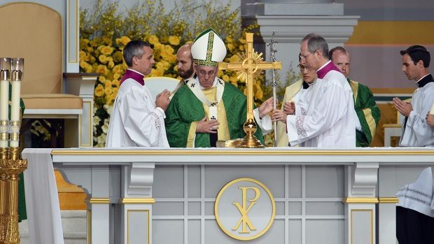Pope Francis Begins Mass on Parkway