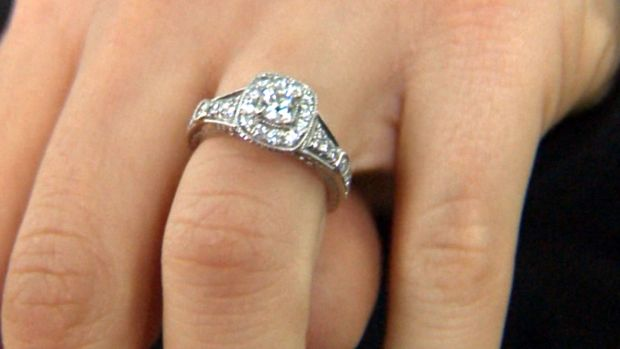 [NATL] Man Finds Vera Wang Diamond Engagement Ring on Sidewalk, Tracks Down Its Owner