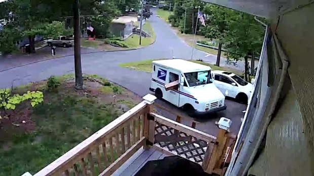 [HAR] Video Shows Postal Carrier Tossing Package Onto Lawn