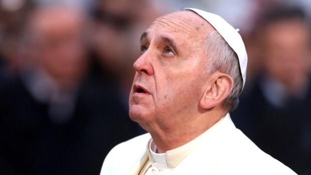[NATL-CHI] Pope Pleas to Put Down Phones, Bans Smoking at Vatican