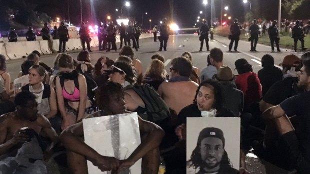 [NATL] Protesters Block Freeway in St. Paul