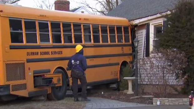 [HAR] School Bus Crashes Into Meriden Home