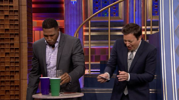 [NATL] 'Tonight': Fallon, Strahan Drink Weird Drinks