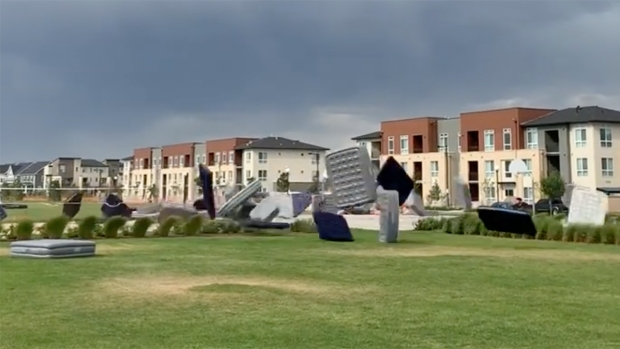[NATL] Strong Wind Sends More Than 150 Air Mattresses Flying in Outdoor Movie Event