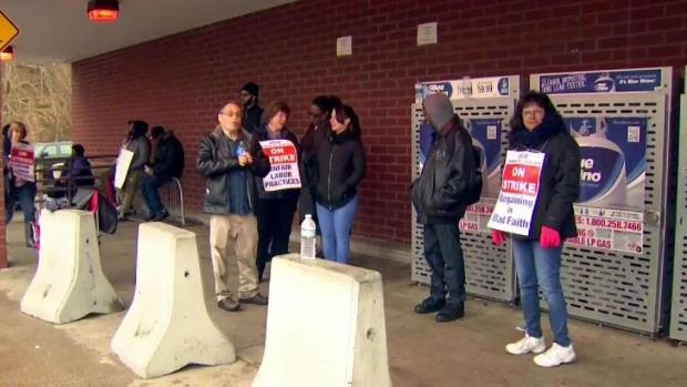Stop and Shop Strike Stretches Into Busy Holiday Weekend