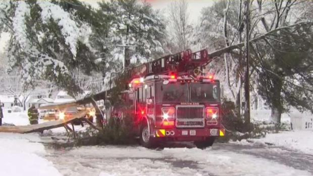 [HAR] Tree Limb Comes Down on Fire Truck After Fire