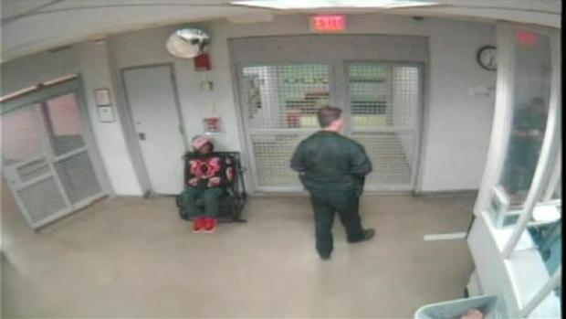 [MI] Justin Bieber Videos Show Unsteady Walk in Jail