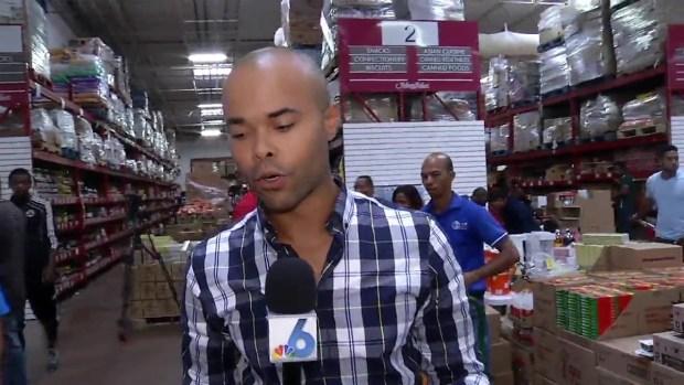 [NATL-MI] Shoppers Flocking to Supermarket, Preparing for Hurricane Matthew in Jamaica