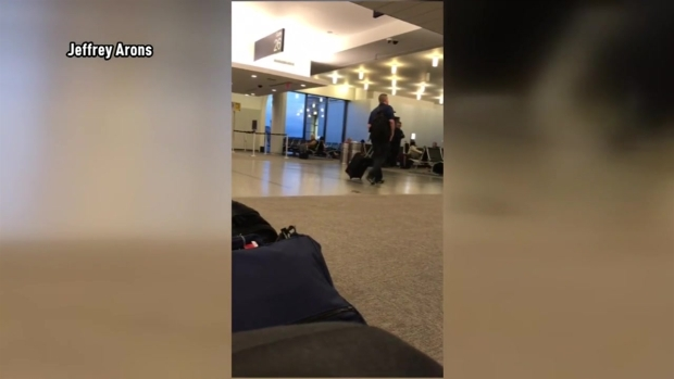 Video of Gretchen Wilson at Bradley Airport