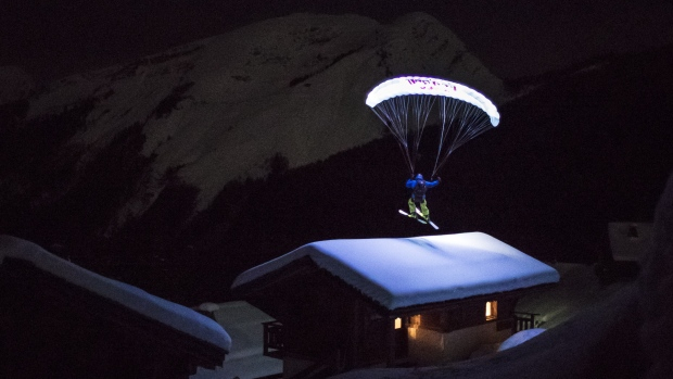 [NATL] Speedrider Flies Down Glacier Under Moonlight