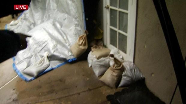 [LA] Residents Fight Deluge in Glendora