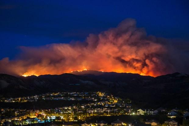 [NATL] Brush Fire Burns Homes in Santa Clarita