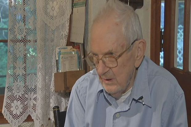 [HAR] Elderly Man's Home Invaded After Car Accident