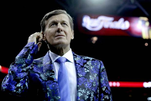 Craig Sager, Basketball Reporter, And His Jackets