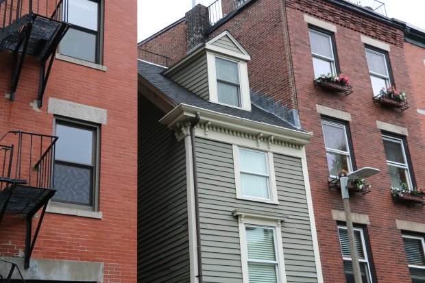 "[NATL-NECN] Inside Boston's Skinny ""Spite House"""