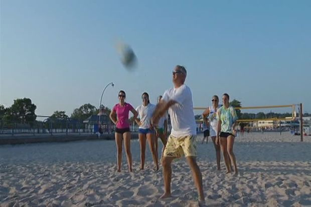 [HAR] Bob Maxon Hits The Sand With Beach Volleyball