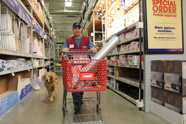[DFW-NATL]Air Force Vet and Service Dog Are a Hit at Texas Lowe's