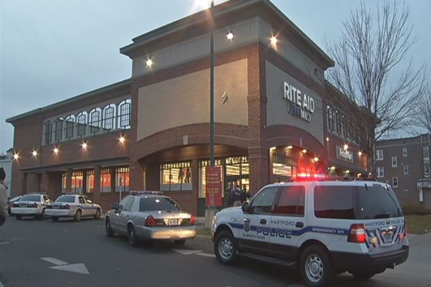 [HAR] Customers Help Fight Off Robber at a Hartford Drug Store