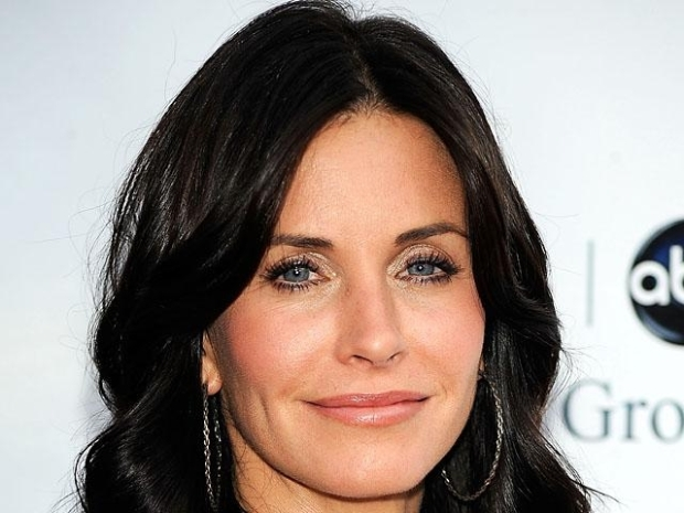 "[NBCAH] Courteney Cox Is The New ""Cougar"" In Town"