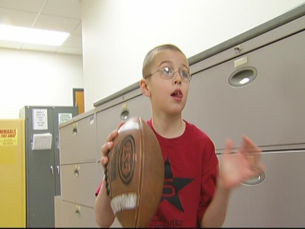 [HAR] 8-Year-Old Shows UConn QB He Can Do Tricks Too