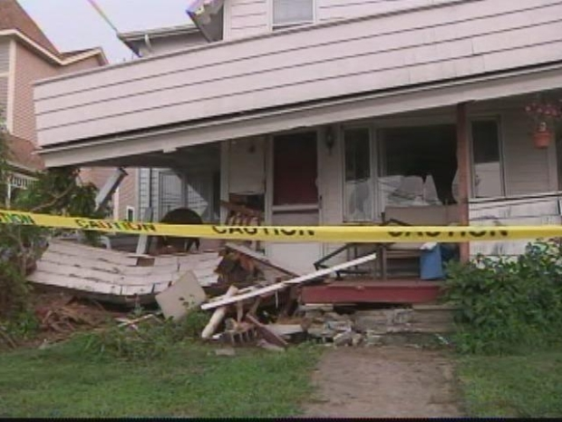[HAR] Car Crashes Into Branford Home