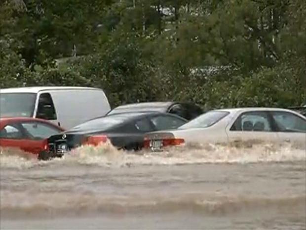 [HAR] University of Hartford Parking Lot is Flooded