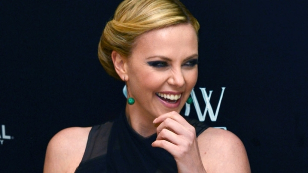 "[NBCAH] Charlize Theron Stuns at ""Snow White & the Huntsman"" Premiere"