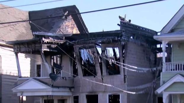 [HAR] 2 Firefighters Injured Battling Fire in New Haven