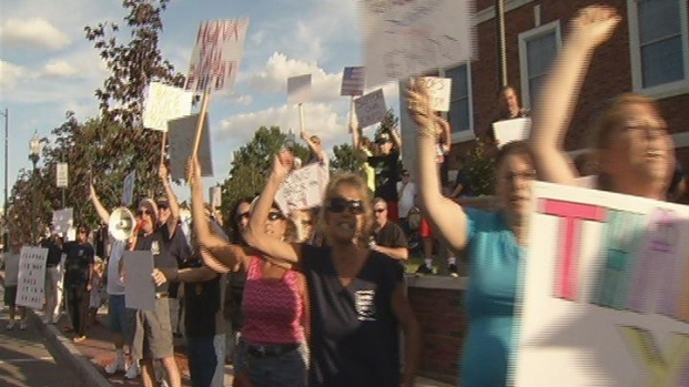[HAR] East Haven Residents Rally In Support Of Police.