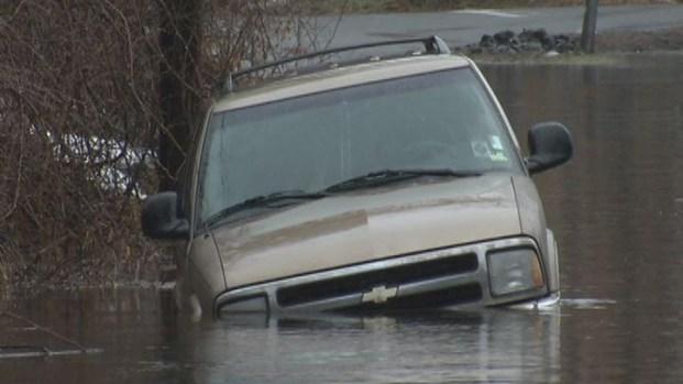 [HAR] Water Floods Meriden Area