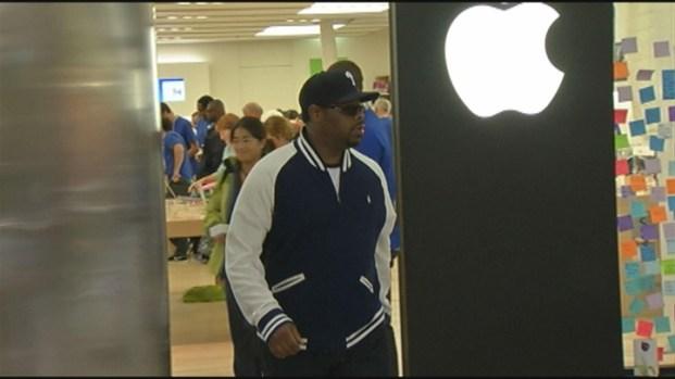 [HAR] Boyz II Men Buy iPhones