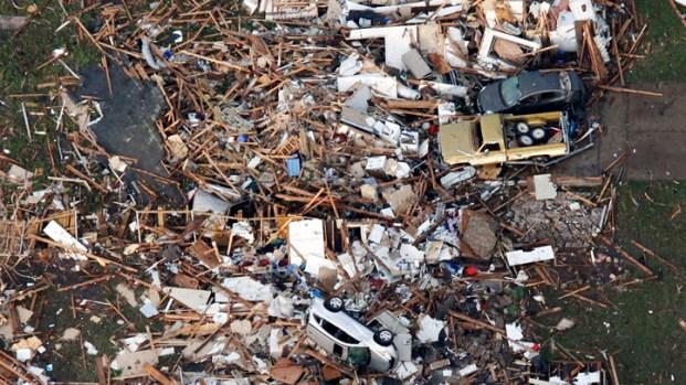 [NATL] Raw: Widespread Destruction in Moore, Okla.