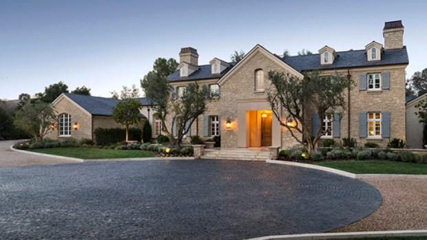 [NATL] Kim Kardashian and Kanye West Buy $20M Home