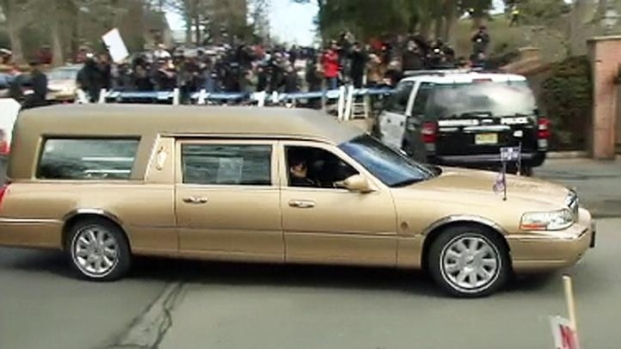 [NY] Houston Hearse Arrives at Cemetery