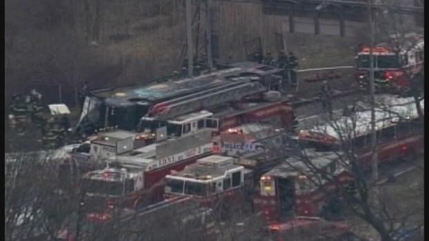[HAR] 14 Dead in Tour Bus Crash