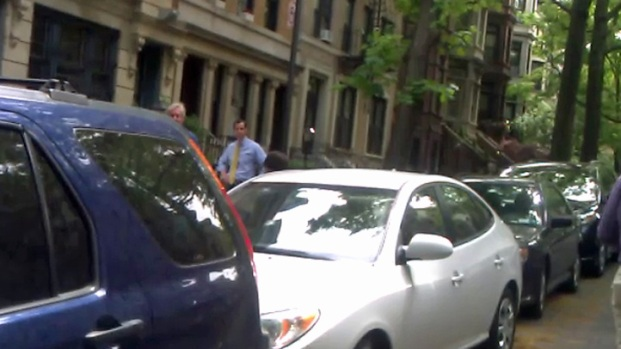 [NY] Anthony Weiner Shoots Campaign-Style Video at Childhood Home