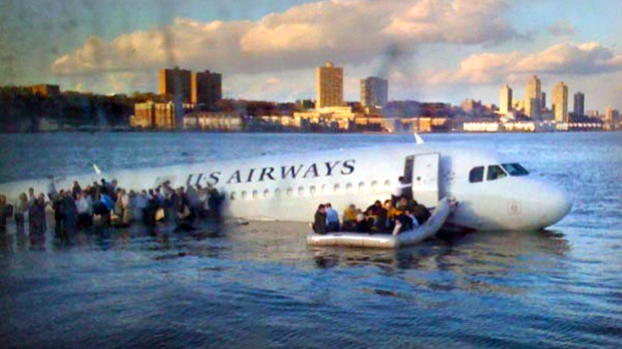 [NATL]Dramatic Photos: Plane Lands in the Hudson
