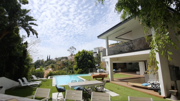 Live Like a King on the Hollywood Hills