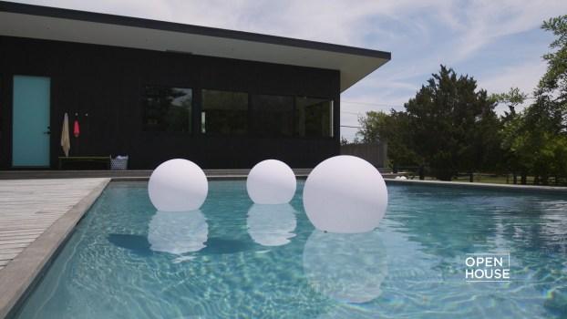 Designer Tour: A Chic Hamptons Bungalow