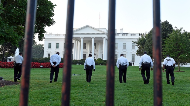 Man Who Broke Into White House Had Knife