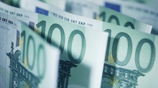 Romanian Man Returns Cash Worth $107K Found in Cupboard