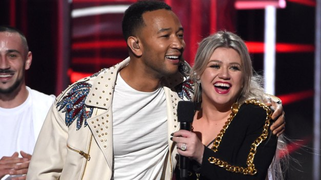 John Legend and Kelly Clarkson Release Updated Version of 'Baby, It's Cold Outside'}