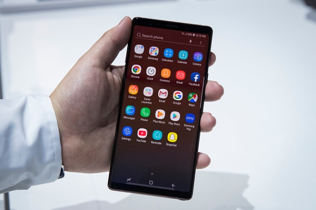 Smartphone Makers Bet on Foldable Screens as Next Big Thing