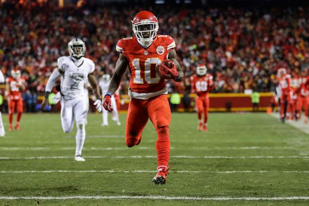 Patriots Ban Fan Who Dumped Beer on Chiefs' Tyreek Hill