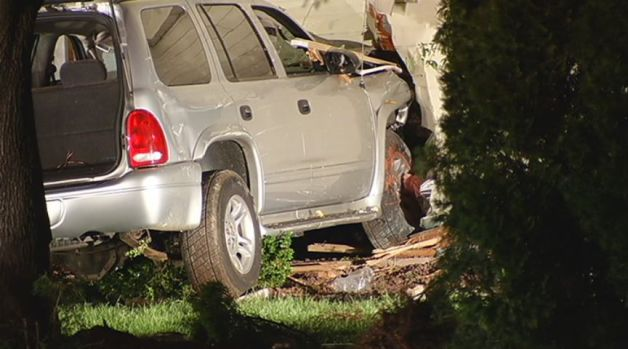 [HAR] SUV Slams into House in Rocky HIll